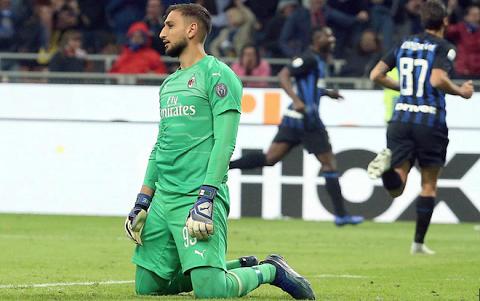 Cú đánh đầu của Mauro Icardi đã làm khung thành của AC Milan rung lên.