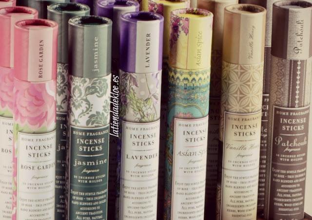 Unos Originales detalles de boda son estas varillas de incienso estilo vintage con seis aromas que cautivan