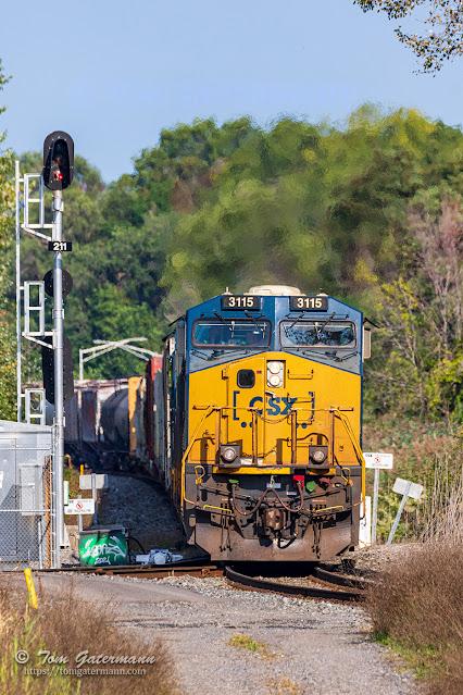 CSXT 3115 leads Q621 south at CP291