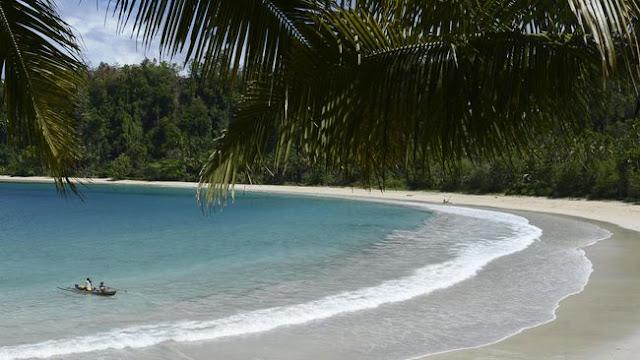 Semenanjung Pantai Nunuhu Morotai yang nyaman