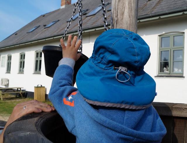 Rund um den Ringkøbing Fjord, Teil 2: Der Hafen und der Leuchtturm von Nørre Lyngvig. Der tolle Spielplatz am Fuß des leuchtturms ist eine Ausflug wert, wir haben ihn mit den Kindern auf unserer Tour besucht.