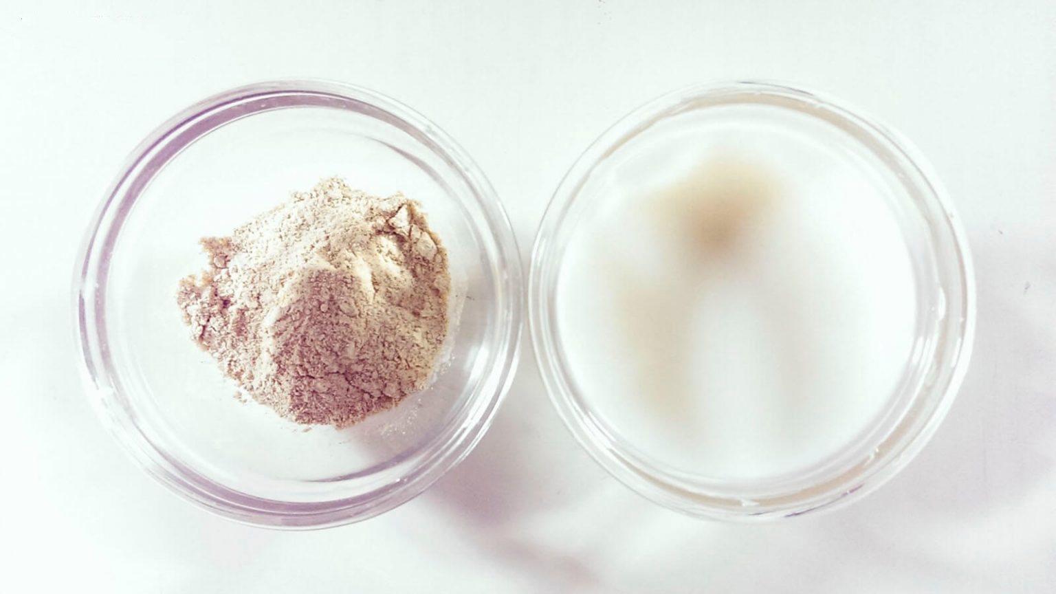 Tẩy da chết bằng muối biển và sữa tươi