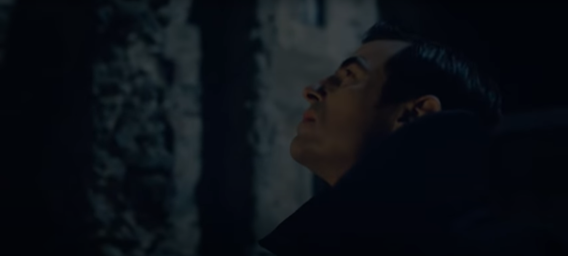 Кадр из сериала Дракула 2020