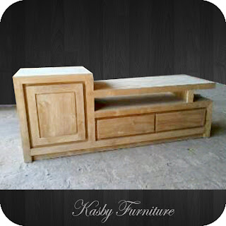 Buffet TV Minimalis Kayu Jati  dengan  laci memberikan tambahan fungsiaonal pada furniture  ini. di buat dengan  material kayu Jati dan finishing yang berkualitas, furniture  ini terlihat simple tapi berkesan elegant . Buffet yang kami sediakan bervariabel dari yang jenis ukiran, bahan kayu jati maupun mahoni , gaya klasik / minimalis dll. dapatkan kemudahan berbelanja di toko mebel online kami Kasby Furniture.