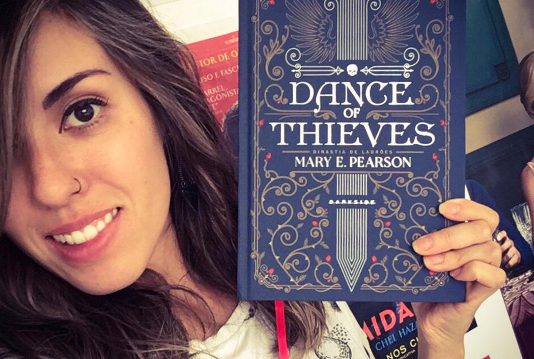 Dance of Thieves: distopia fantástica de Mary E. Pearson traz muito mais que uma história de amor juvenil | Resenha