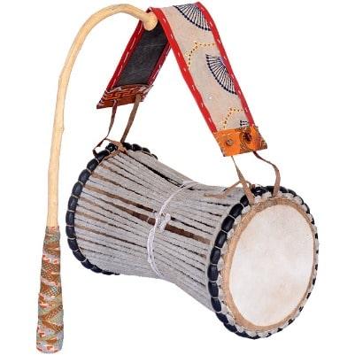 Le tama, l'incontournable de la musique Sénégalaise : Musique, tama, rythme, bras, baguette, griot, chanteur, instrument, art, fête, cérémonie, baptême, mariage, LEUKSENEGAL, Dakar, Sénégal, Afrique