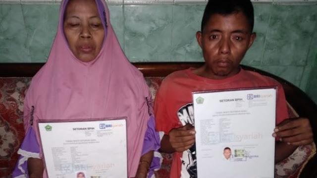 Mengharukan! 10 Tahun Menabung Pemuda Pengamen Ini Daftar Haji Bareng Ibu
