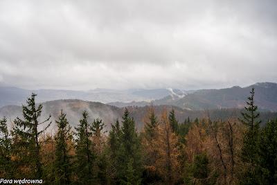 Widok w kierunku tonących w chmurach Gór Sowich