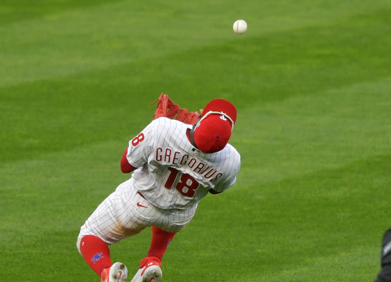 Didi Gregorius makes a catch for the Phillies
