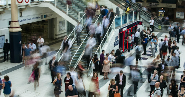 Las personas que caminan rápido viven más que las que andan lento por la calle, según estudio