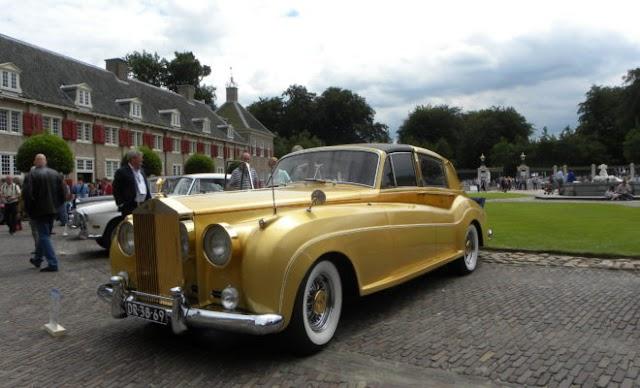 """Στο """"σφυρί"""" μια Ferrari του Σουμάχερ και η χρυσή Rolls Royce της Ζα Ζα Γκαμπόρ"""