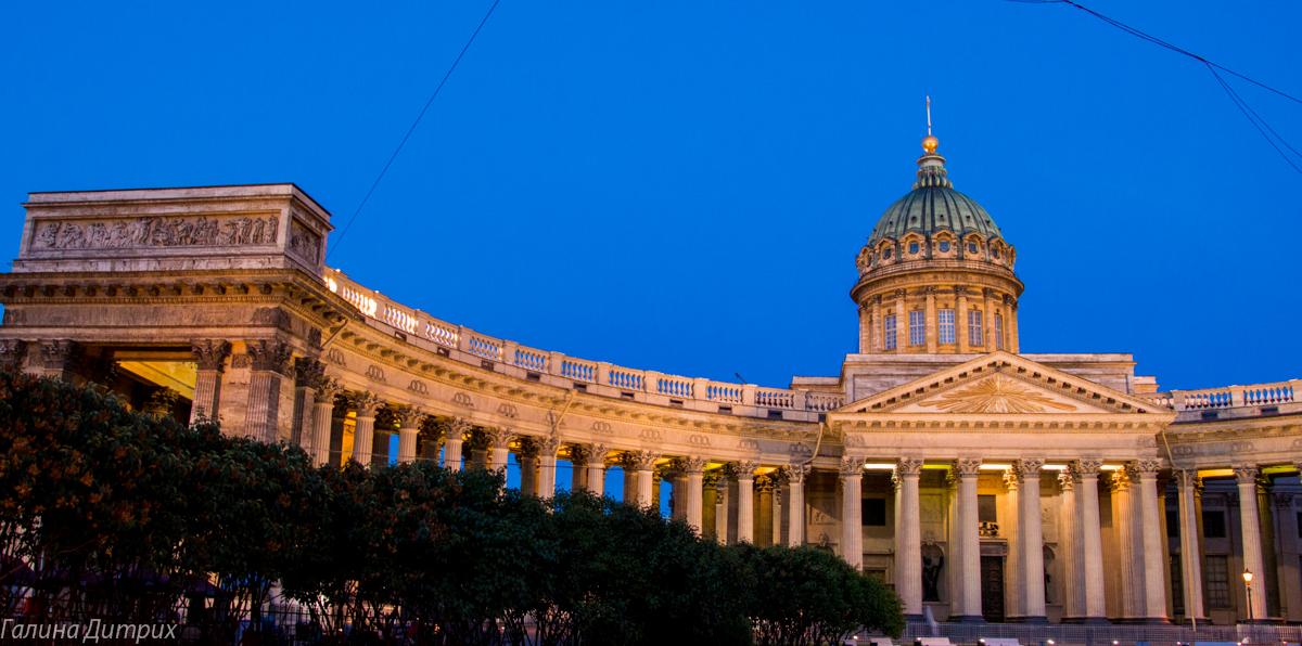 Казанский собор ночью фото