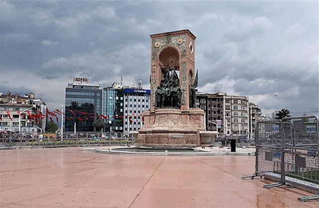 monumento in piazza taksim