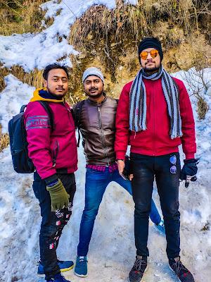 enjoying Kufri snowfalls