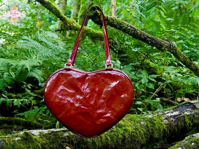 Heart-shaped bag Washpapa