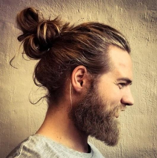 Mann Lange Haare Dutt Haarschnitte Beliebt In Europa