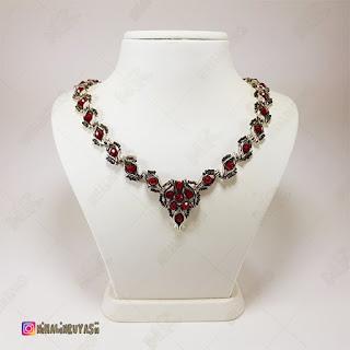 Metal Renkli Kırmızı Taşlı Takım kolye - Nihal'in Rüyası