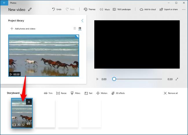 اسحب مقطع فيديو من Project Library إلى Storyboard.