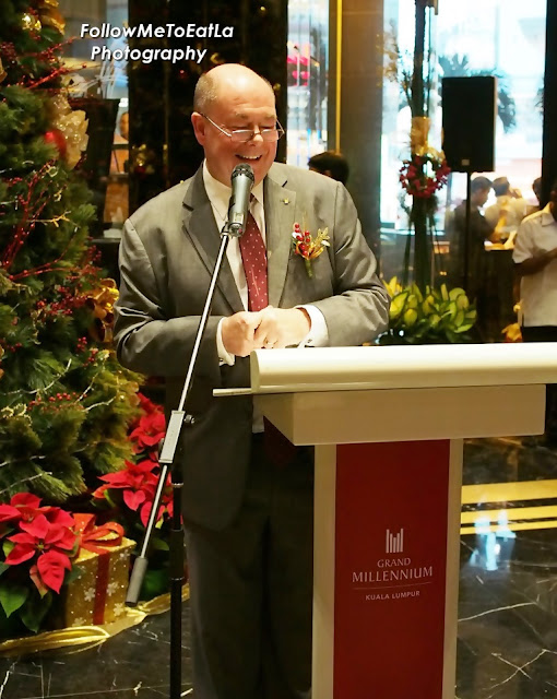 Hotel's General Manager, Mr Peter Gibbons Welcoming Guests