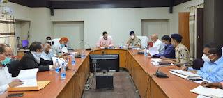 कलेक्टर श्री रत्नाकर झा ने जिला स्तरीय सतर्कता एवं मॉनीटरिंग समिति की बैठक