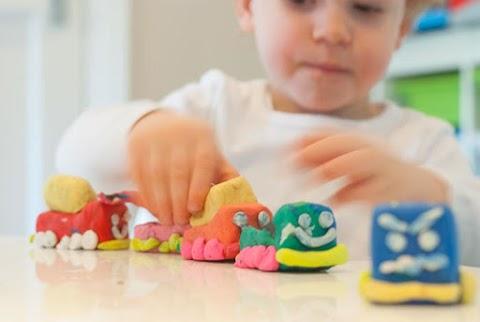 A gyurmázás 5 csodás hatása: fejleszti a gyerek memóriáját, oldja a szorongást
