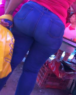 Señora pantalon apretado caderas anchas