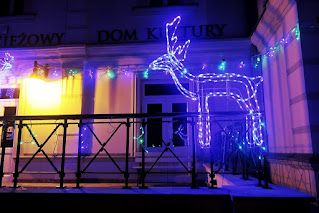 Świąteczny Lubartów choinka bombki iluminacje