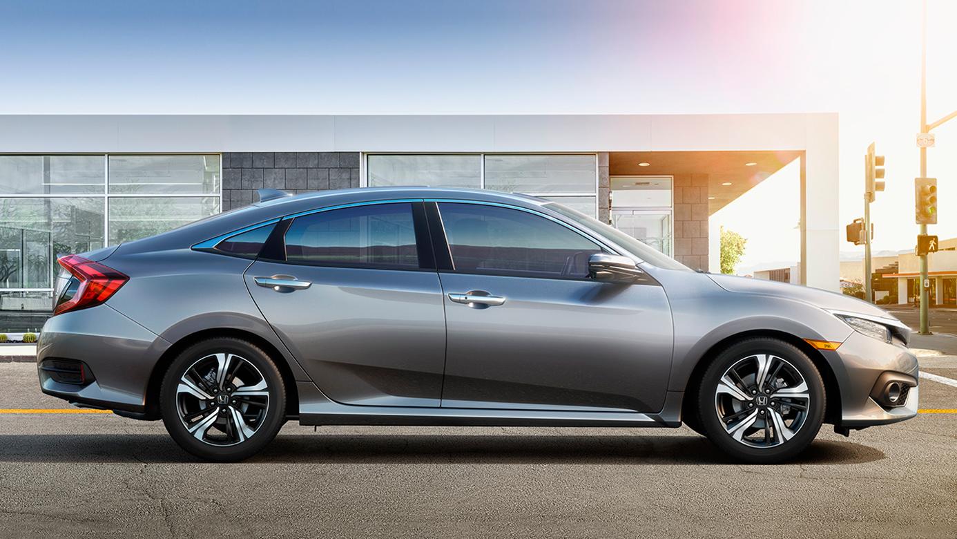 Honda Civic 2016 được giới chuyên môn đánh giá cực kỳ cao, từ ngoại thất, công nghệ cho đến tính an toàn