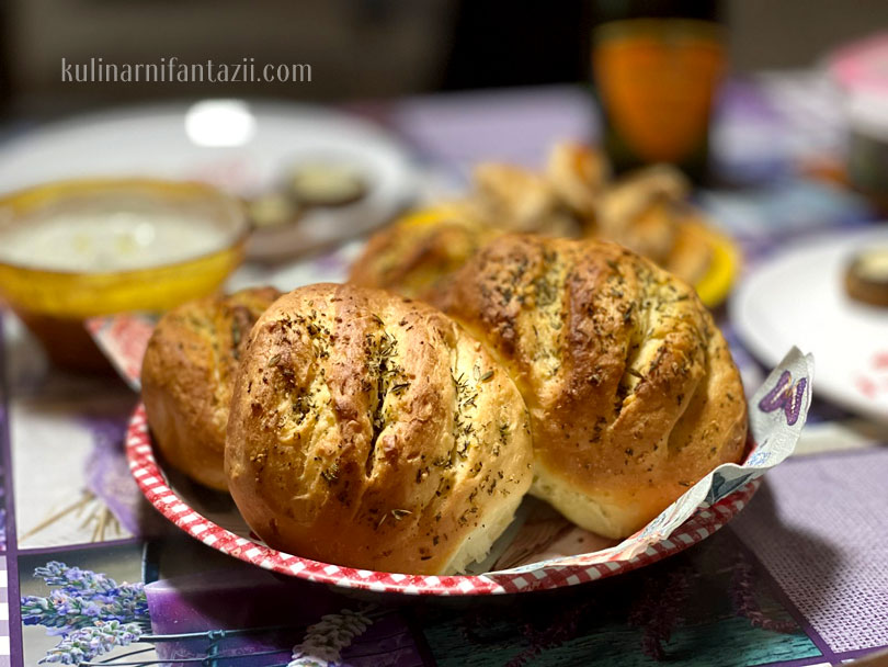 Чеснови хлебчета с билково масло