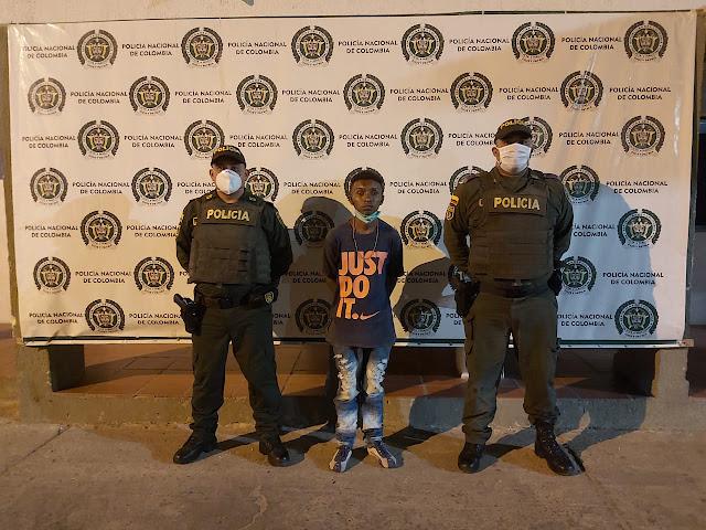 Adolescente mordió a un policía para evitar que se recapturaran a un prófugo de la justicia