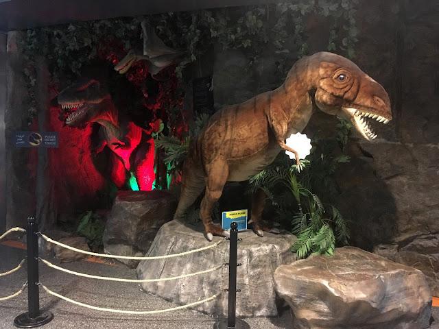 dinosaurio aeropuerto catar