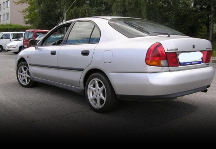 Mitsubishi Carisma Arkadan Görüntüsü