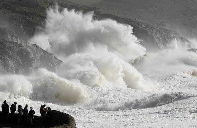 Storm Ophelia  Reuters_ireland_storm_ophelia_20171016_02