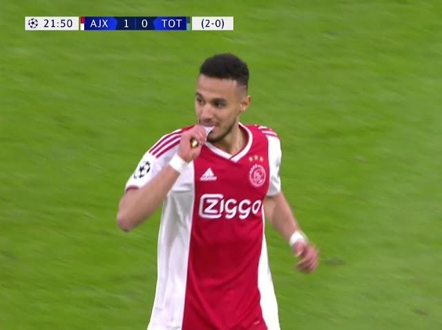 Dua Pemain Ajax Buka Puasa di Tengah Laga Liga Champions