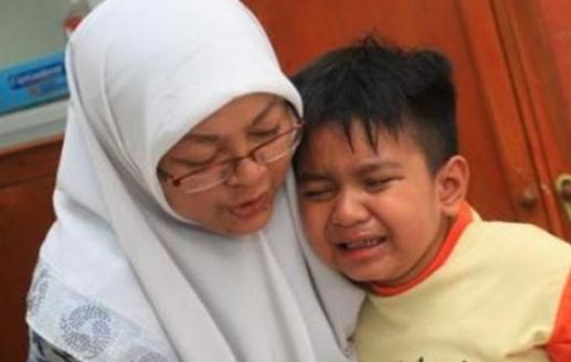 Anak Ini Dituduh Mencuri Uang di Sekolahnya. Jawaban Ibu Ini Bikin Para Guru dan Polisi Tak Berkutik