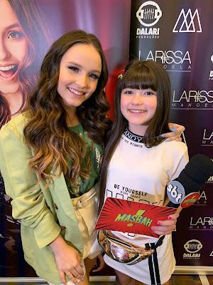 Larissa Manoela e Alice Baltezam (Foto: Divulgação/SBT)