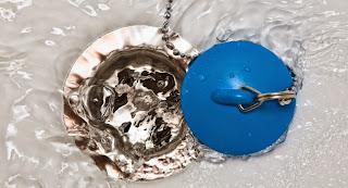 ¿Cómo limpiar el desagüe del fregadero?