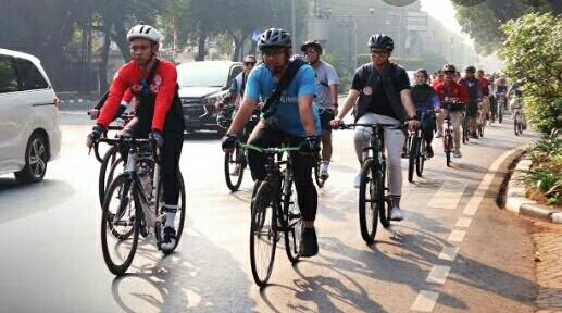 Sehat, Berjalan dan Bersepeda Dibikinkan Jalan