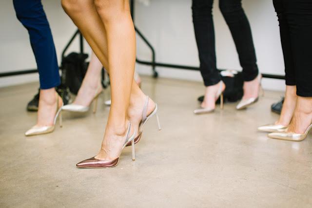 Chaussures femmes : Porter talons aiguilles, compensés ou escarpins
