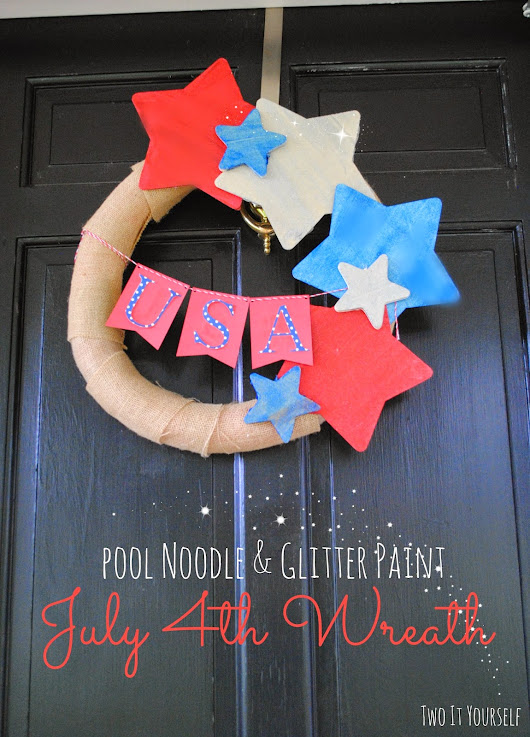 DIY July 4th Wreath with Glitter Dust Paint