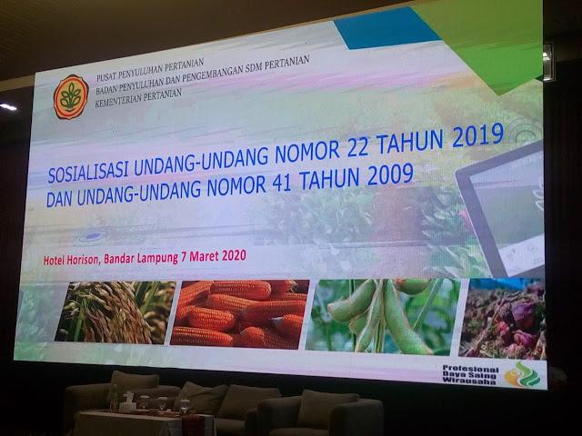 Viral Petang (07/08/2020) Bandar Lampung -- Wakil Gubernur Lampung Chusnunia Chalim (Nunik) mendorong para penyuluh pertanian bergadengan tangan bersama pemerintah mewujudkan Rakyat Lampung Berjaya. Salah satunya dengan melakukan perlindungan lahan pertanian dan regenerasi pertanian di kalangan generasi muda.