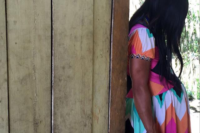 Una joven indígena embarazada busca ayuda en el albergue maternal del hospital de San Lorenzo, Datem del Marañón, PerúOPS