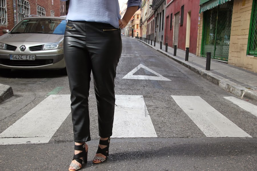 DIY Costura: Cómo hacer pantalones de cuero (patrones o moldes gratis). blog de costura y blog diy.