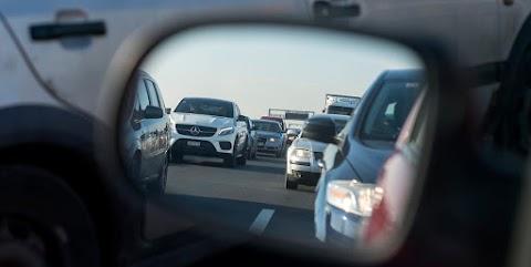 Torlódik a forgalom 11-es főúton balesetek miatt