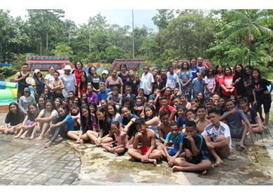 SMPK Kalam Kudus Timika Mengadakan Kegiatan Swimming Day