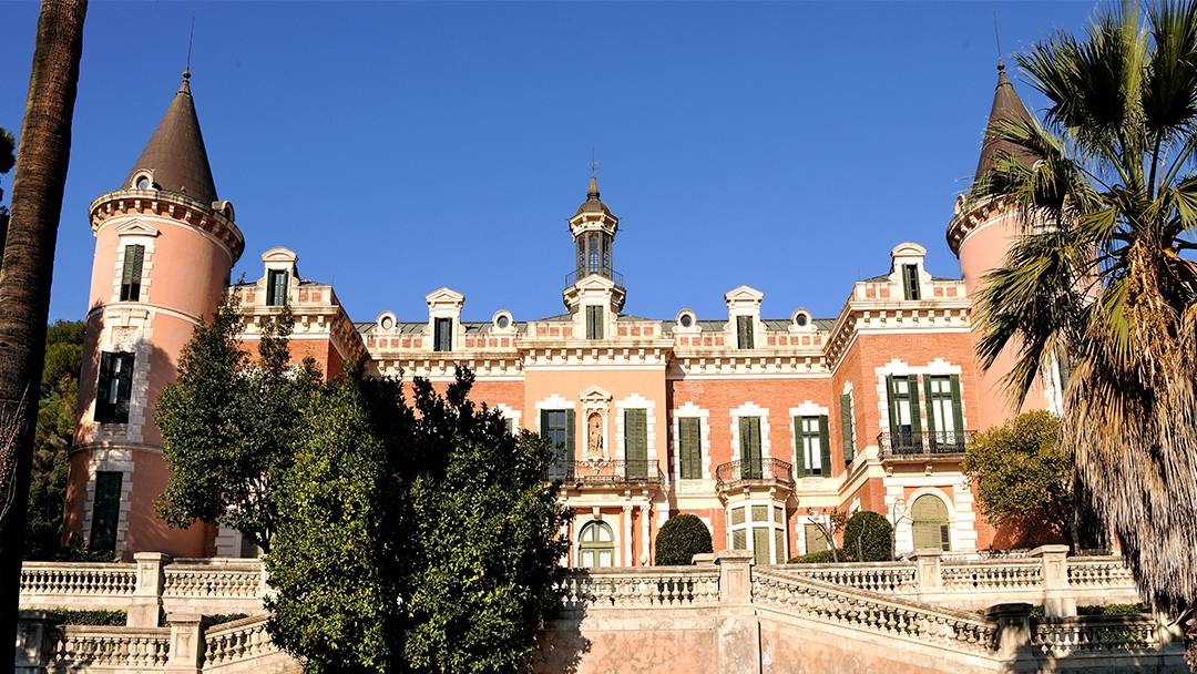 El campus mundet el palau de les heures - Jardins del palau ...
