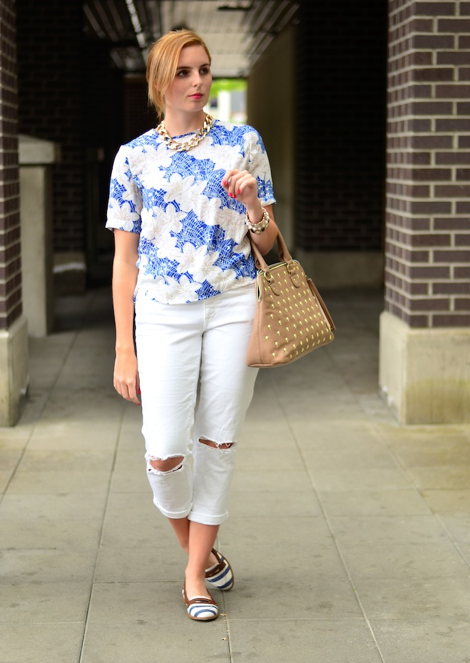 What to wear with AEO white boyfriend jeans