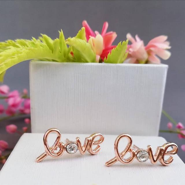Dijual Anting LOVE yang Manis dan Penuh CINTA dan KEHANGATAN