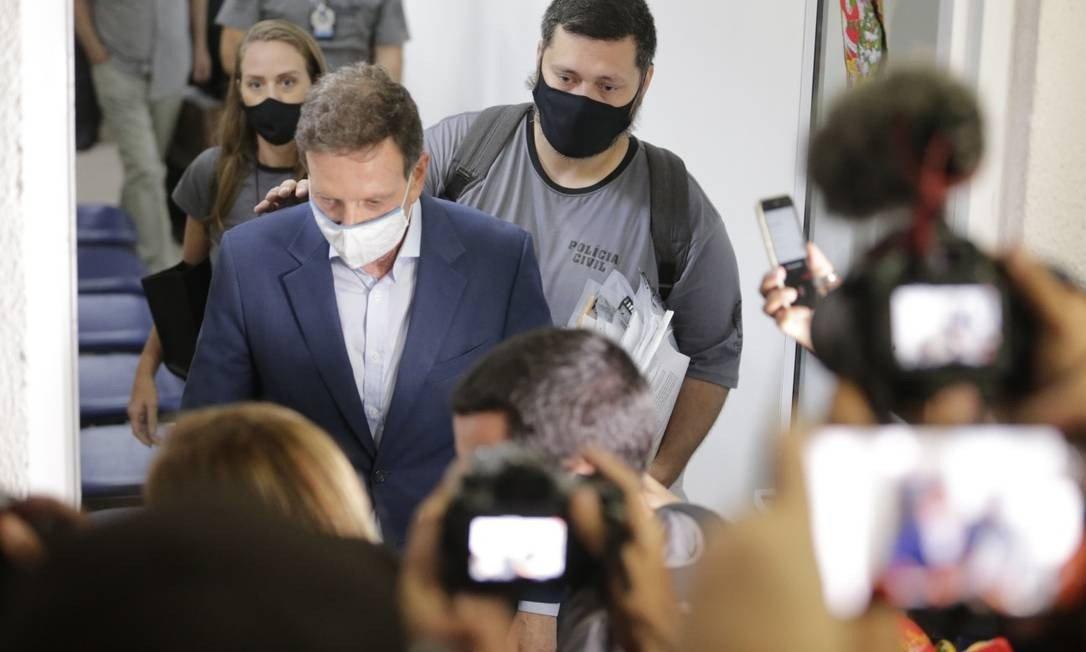 STJ muda prisão do prefeito do RJ para domiciliar, mas o obriga a usar tornozeleira