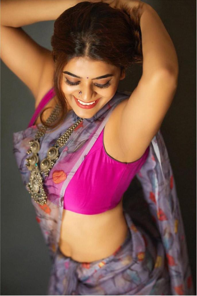 Yamini Bhaskar Latest Hot Photos, Yamini Bhaskar Hot, Yamini Hot Photos